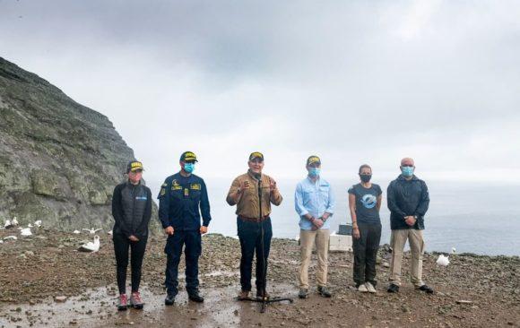 Presidente anuncia desde Malpelo acciones para proteger isla, combatir pesca ilegal y promover este santuario natural